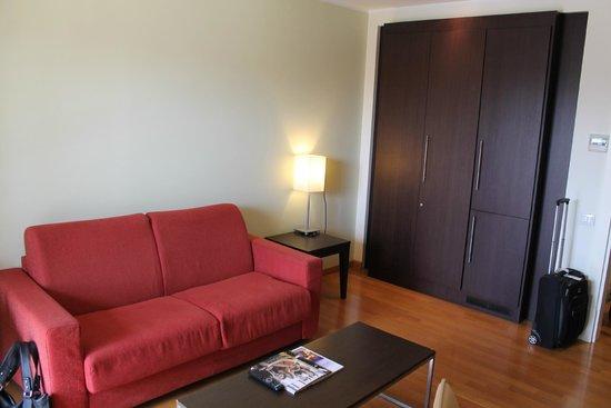 NH Collection Roma Giustiniano: Aufenthaltsbereich (2. Zimmer) der JuniorSuite (Zimmer 602)