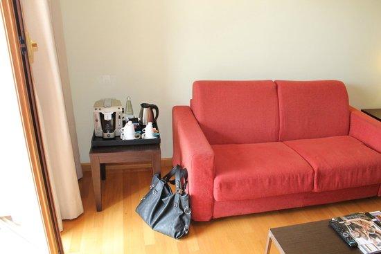 NH Collection Roma Giustiniano: Kaffeemaschine + jeden Tag eine kostenfreie Flasche Mineralwasser Aufenthaltsbereich (2. Zimmer)