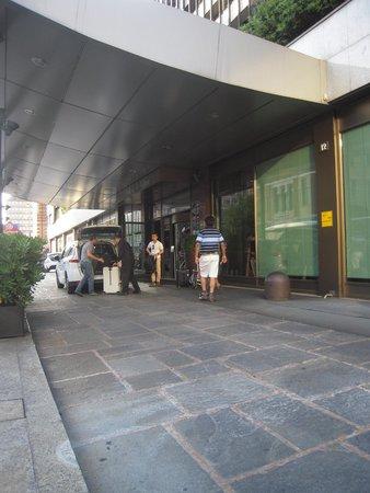 Hilton Milan : The Entrance
