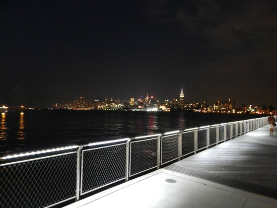 Pier A Park: NYC from Pier C Park