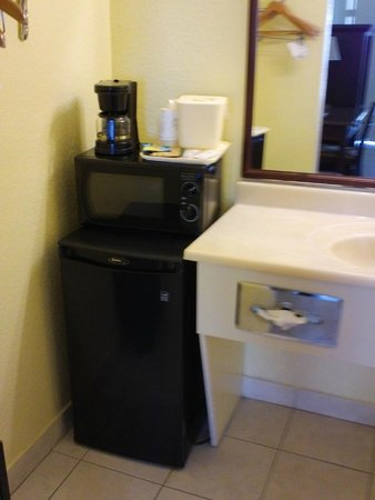 Clearwater Beach Hotel : Mini Fridge, Microwave & Coffee Maker