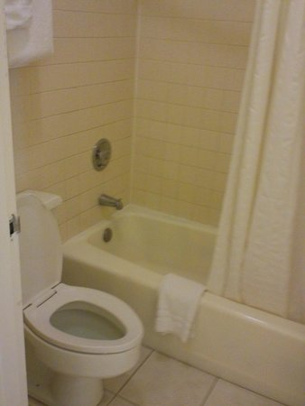 Clearwater Beach Hotel : Very clean bathroom