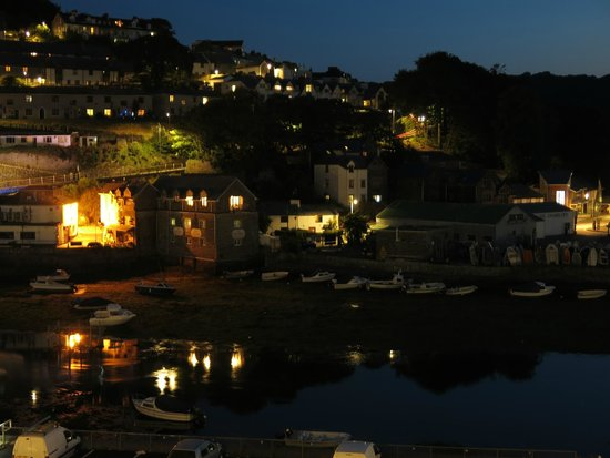 Dolphin House: Looe at night