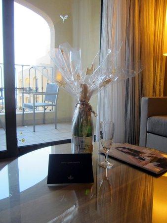 Hilton Malta: Complimentary bottle of Prosecco!