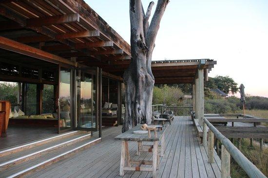 Wilderness Safaris Vumbura Plains Camp: Main Lodge