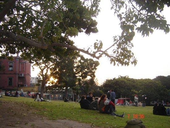 Recoleta: Parque onde jovens se reunem e onde aos sabados acontece uma feirinha de artesanato