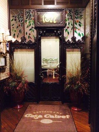 Casa Calvet : inviting entranceway