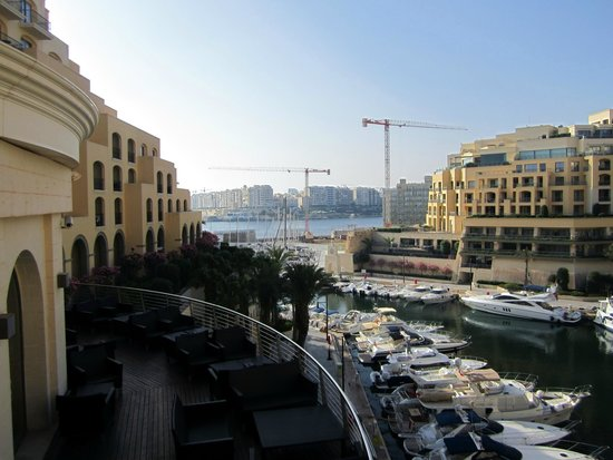 Hilton Malta: Marina and Quarterdeck Bar