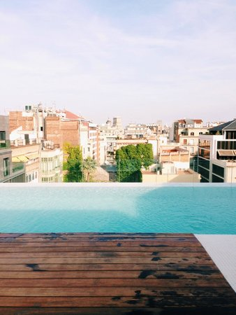 Condes De Barcelona: Rooftop Pool View