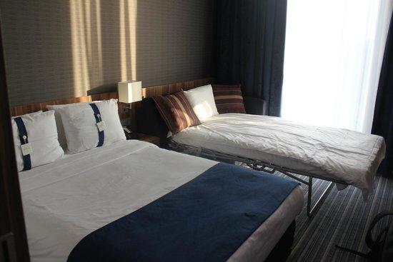 Holiday Inn Express Heidelberg - City Centre: Habitación-variedad de almohadas!!