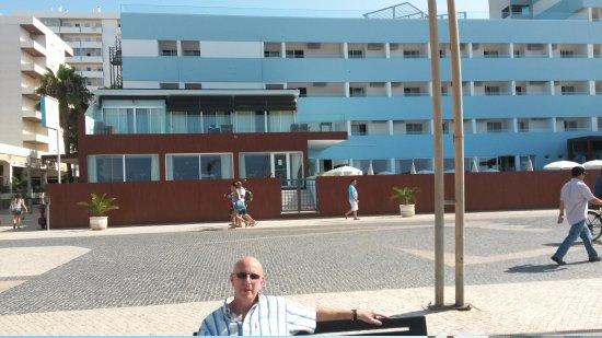 Dom Jose Beach Hotel: outside hotel beach side