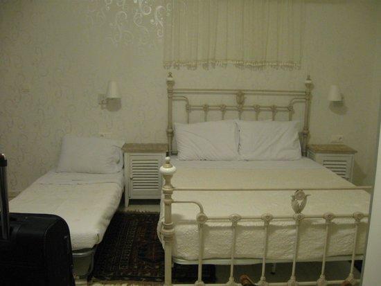 F Charm Hotel: habitación doble con cama supletoria