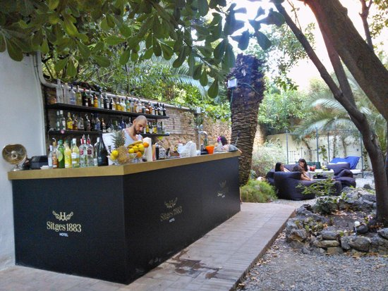 bar jardin fotograf a de hotel sitges 1883 sitges tripadvisor. Black Bedroom Furniture Sets. Home Design Ideas