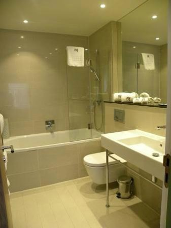 Morton Hotel: fabulous bathroom
