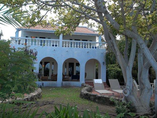 Kura Hulanda Lodge & Beach Club : our first room on right upper villa