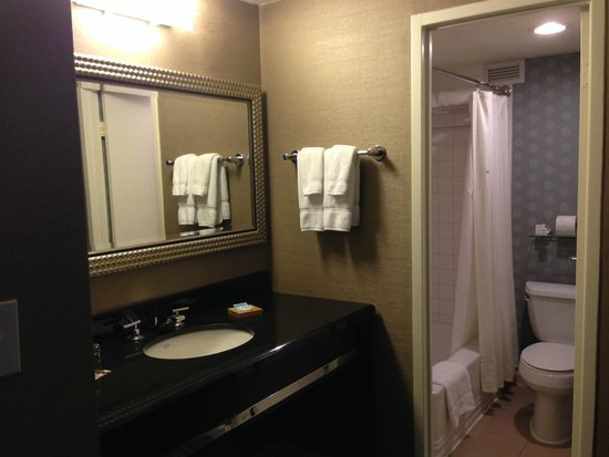 Kimpton Hotel Madera: Sink/vanity area outside small bathroom