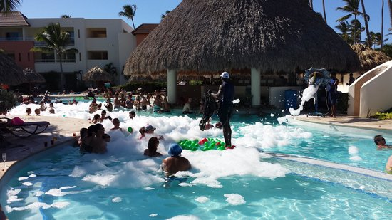 Secrets Royal Beach Punta Cana: Foam party