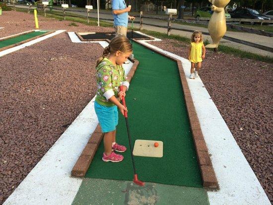 Jellystone Park of Fort Atkinson: mini golf
