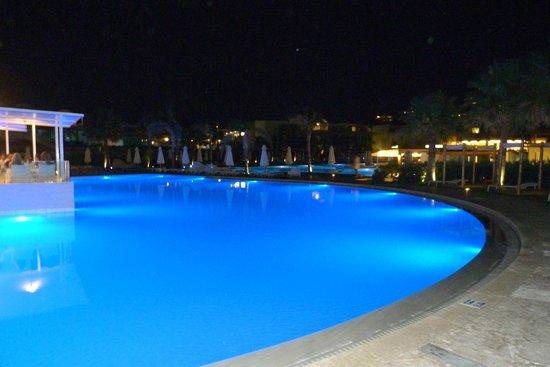 Avra Imperial Beach Resort & Spa : Soir Hôtel