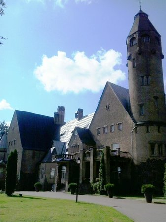 Taagepera Loss: Front of the castle 1