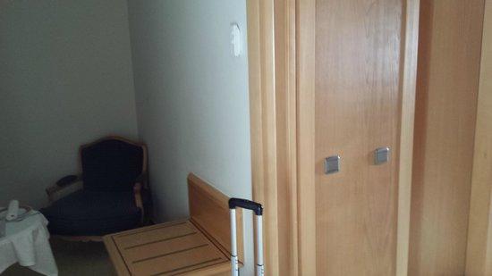 Hotel Real Palacio: couloir coin fauteils