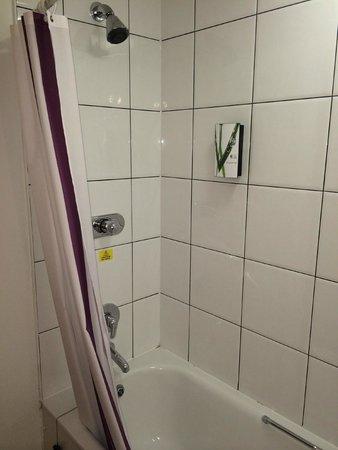 Premier Inn Glasgow (Bearsden) Hotel: Nice power shower