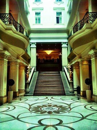 Corinthia Hotel Budapest: The stunning lobby