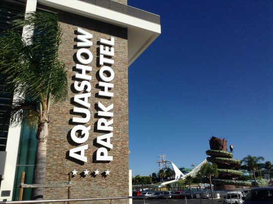 Aquashow Park Hotel: Outside of the hotel ��