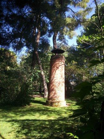 Parque de El Capricho: una de las dos chimeneas