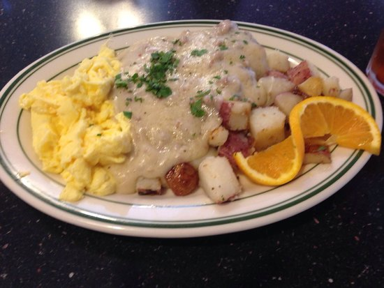 Firehouse Grill : Biscuits and gravy