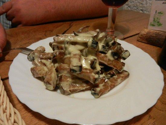 Marceliukes kletis : Традиционный жареный хлеб с сыром