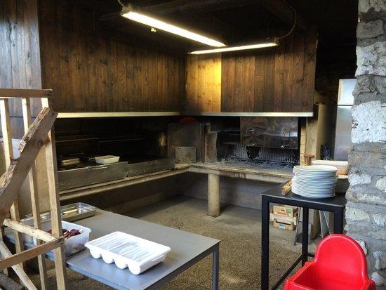 Außen Küche, schöner Geruch nach Holzofen auf der Terasse - Bild von ...
