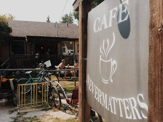 Cafe nevermatters: Exterior
