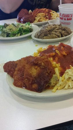 Rocky & Carlo's Restaurant: Veal Parmesean with mac & cheese