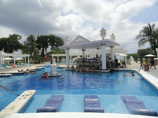 Hotel Riu Palace Tropical Bay : piscina pequeña, pero tranquila.