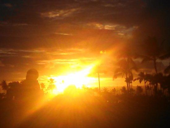 Hale Koa Hotel: Sunset