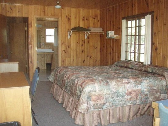 Fair Hills Resort : Inside one of the cabins