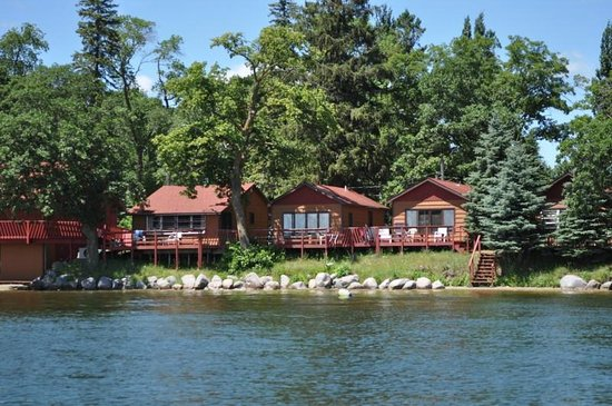 Fair Hills Resort : Another series of lakeside cabins