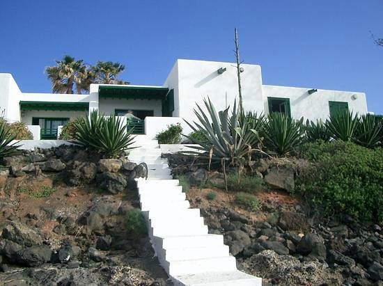 Bungalows Velazquez: Steps from bungalow down to beach
