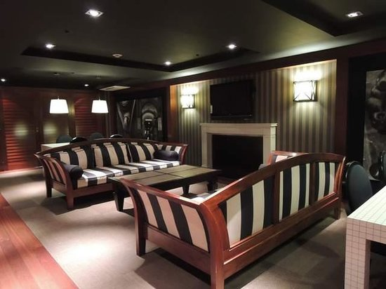 U232 Hotel: 1階の談話スペース