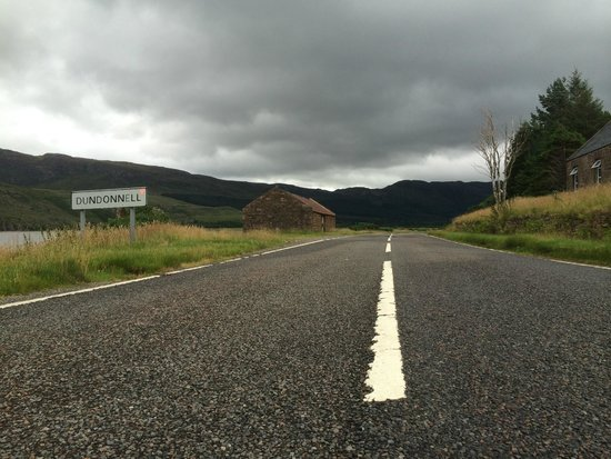 Dundonnell Hotel: The road to the hotel is a very wide and good road