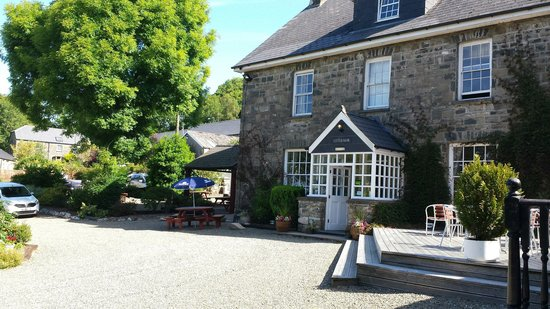 Gellifawr Country House and Cottages: Front of hotel