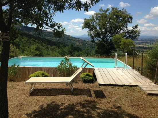 Locanda San Martino a Bocena: Pool view.