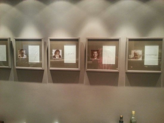 Tryp Hotel Rincon de Pepe: Some very famous guests at the hotels restaurant. ...even the Pope!