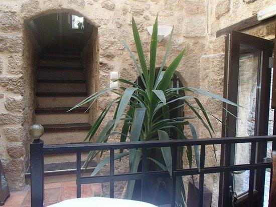 Klimt Guest House: escalera hacia la habitación