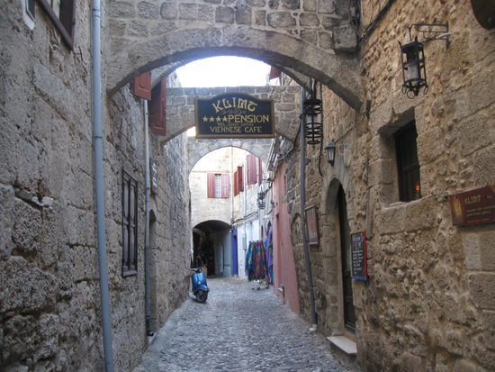 Klimt Guest House: calle medieval