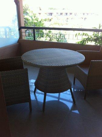 Acacia Resort Parco dei Leoni: Terrasse de notre chambre (agrable et très spacieuse)