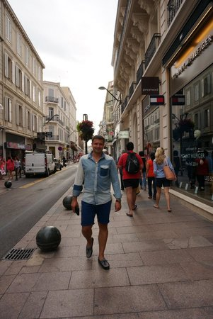 Rue d'Antibes: Вечерняя прогулка