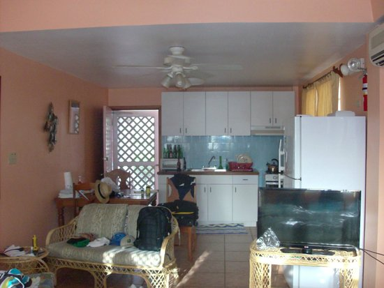 Miramar Apartments: Kitchen
