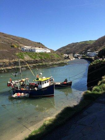 Bottreaux House Bed & Breakfast: Boats in Boscastle Harbour